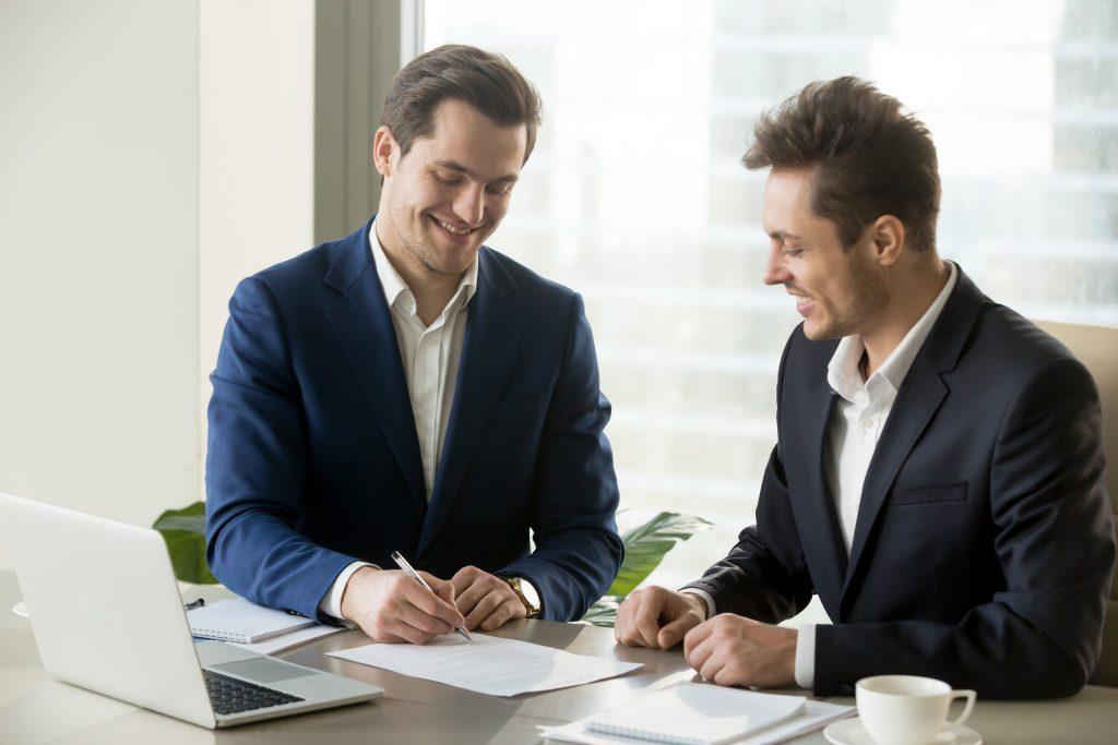 pași pe care trebuie să îi respecte angajatorii pentru a preveni un accident de muncă